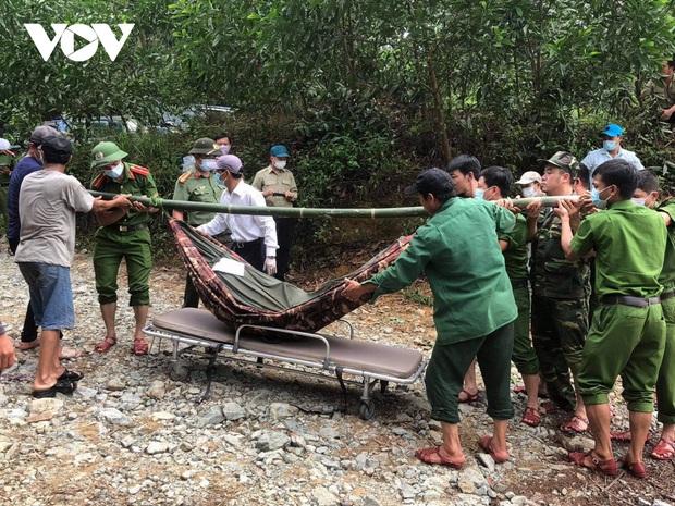 Thủ tướng chia buồn sâu sắc với gia đình các nạn nhân vụ sạt lở đất ở Thừa Thiên - Huế - Ảnh 1.