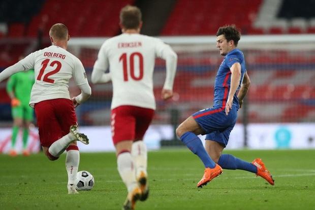 Đội trưởng MU phạm 2 lỗi ngớ ngẩn dẫn đến bị đuổi chỉ sau 30 phút, tuyển Anh thất thủ ngay trên sân nhà và lập một kỷ lục tệ nhất lịch sử - Ảnh 3.