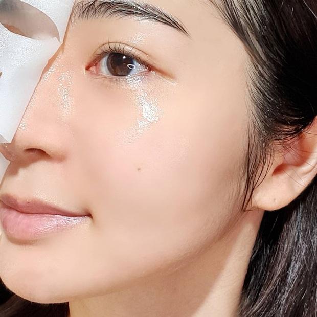 Để da không bị sần mốc khi makeup mùa lạnh, chị em nên học 5 chiêu của gái Hàn - Ảnh 3.