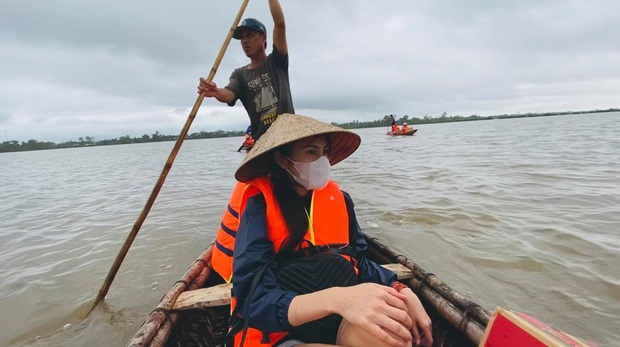 Thuỷ Tiên viết tâm thư giữa tâm lũ miền Trung: Đã kêu gọi được 30 tỷ, kể lại biến cố thuyền suýt lật nguy hiểm tính mạng - Ảnh 2.