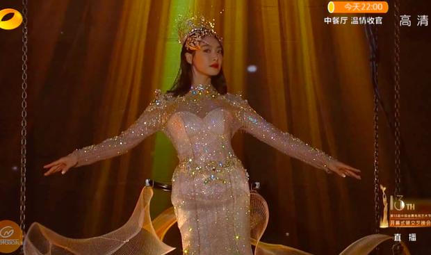 Hé lộ màn trình diễn của Nữ thần Kim Ưng 2020: Body bị dìm vì chiếc váy thảm hoạ, biểu cảm đơ như tượng sáp - Ảnh 8.