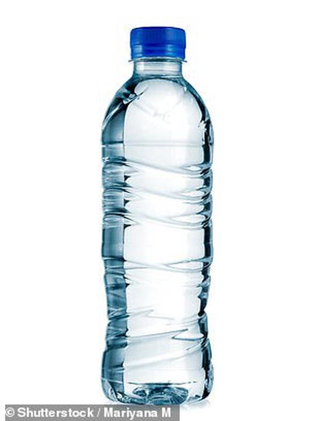 Người đàn ông bỏ tinh dịch vào chai nước, bàn phím của nữ đồng nghiệp sau khi tỏ tình thất bại - Ảnh 3.