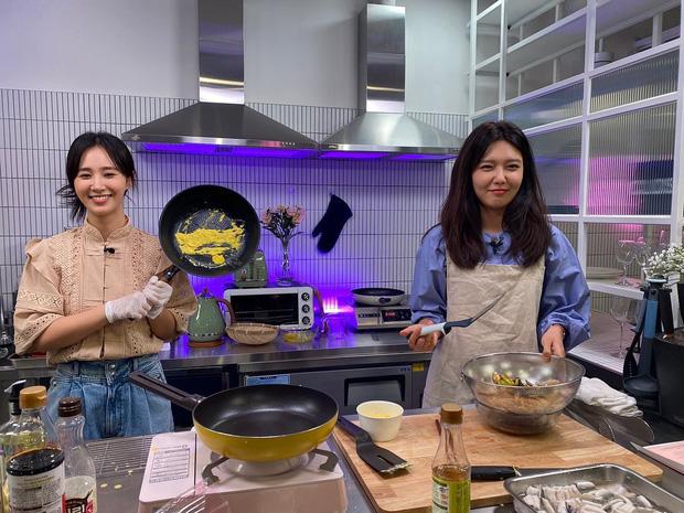 """Có 1 nữ idol nhà SM từng bị cả nhóm chê bai trên sóng truyền hình vì nấu ăn dở mà sau 10 năm đã """"phục thù"""", tay nghề đỉnh như đầu bếp! - Ảnh 4."""