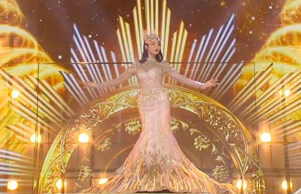 Hé lộ màn trình diễn của Nữ thần Kim Ưng 2020: Body bị dìm vì chiếc váy thảm hoạ, biểu cảm đơ như tượng sáp - Ảnh 11.