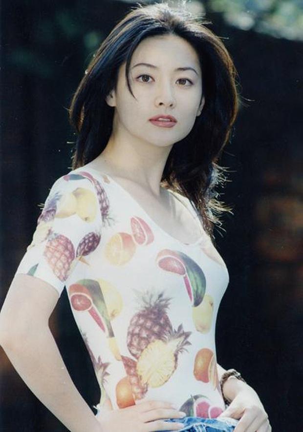 Bác sĩ thẩm mỹ chọn ra mỹ nhân Hàn đẹp nhất thập niên 1990: Jeon Ji Hyun huyền thoại nhưng vẫn thua đẹp vì Lee Young Ae! - Ảnh 2.