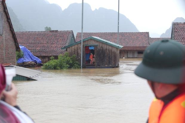 Dự án Nhà Chống Lũ phát huy tác dụng: Nhiều bà con miền Trung vượt qua lũ lụt; tiếp tục triển khai ở Huế, Quảng Trị và Quảng Nam - Ảnh 3.