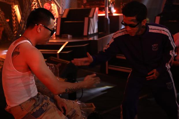 Bộ sưu tập hình xăm của dàn HLV Rap Việt: Wowy, Binz hầm hố, Suboi đầy quyến rũ nhưng Karik mới gây bất ngờ - Ảnh 4. Bộ sưu tập hình xăm của dàn HLV Rap Việt: Wowy, Binz hầm hố, Suboi đầy quyến rũ nhưng Karik mới gây bất ngờ