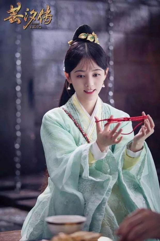 """Cúc Tịnh Y lăm le soán ngôi nữ hoàng """"một màu"""" của Triệu Lộ Tư? - Ảnh 8."""