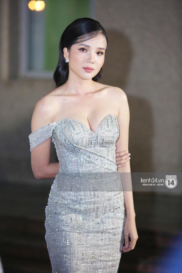 Thảm đỏ Bán kết Hoa hậu Việt Nam 2020: Tiểu Vy và Á hậu rapper bức tử vòng 1, Bình An - Phương Nga tình tứ bên dàn sao phủ hồng sự kiện - Ảnh 17.