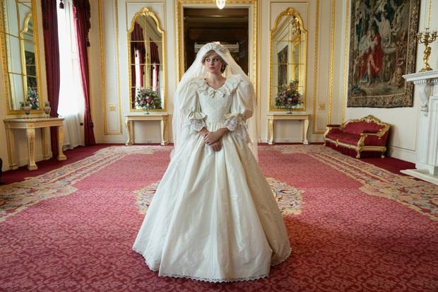 Váy cưới Công nương Diana bất ngờ gây sốt trở lại: 3,5 tỷ VNĐ, tốn vải nhất lịch sử Hoàng gia và nhiều bật mí bất ngờ - Ảnh 1.