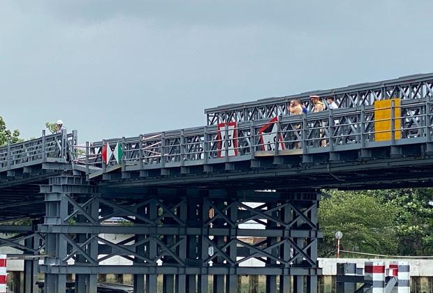 TP.HCM: Cầu sắt gần 80 tỷ đồng sắp hoàn thành bất ngờ bị sập một nhịp - Ảnh 1.