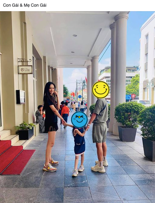 Mai Phương Thuý nắm tay bé gái và tươi cười hạnh phúc bên trai lạ, cách xưng hô mẹ và con gái gây chú ý - Ảnh 2.