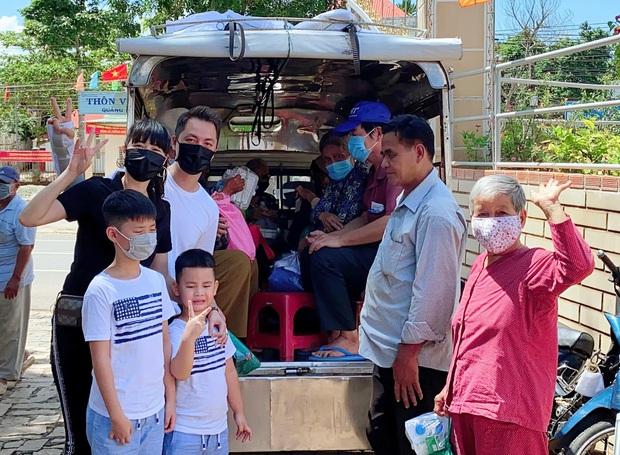 Con trai Đăng Khôi tự làm thùng quyên góp, vận động hơn 100 triệu sau 1 ngày cứu trợ đồng bào miền Trung - Ảnh 9.
