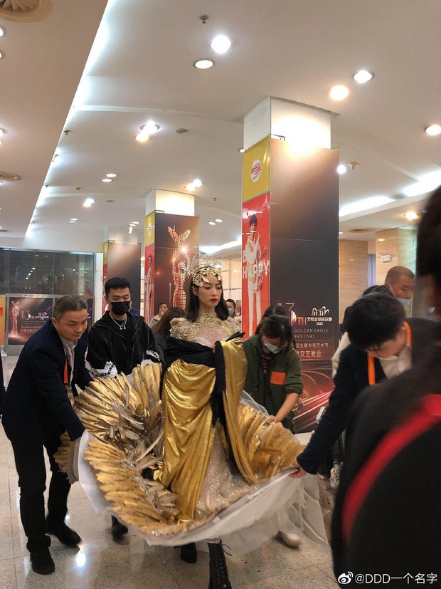 Cuối cùng Nữ thần Kim Ưng 2020 đã lộ diện: Victoria ngộp thở, thảm hoạ từ hậu trường đến sự kiện, còn bị tố đạo nhái - Ảnh 2.