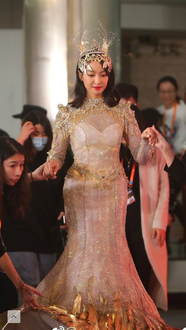 Biến căng đét: Triệu Lộ Tư ấn like bài viết chê tạo hình Nữ thần Kim Ưng của Victoria, phải lên tiếng giải thích - Ảnh 5.