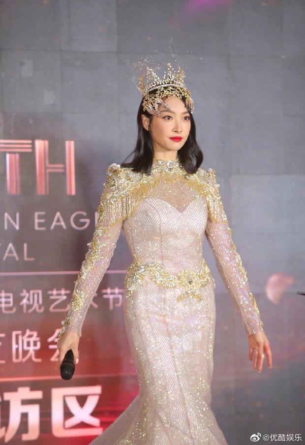 Cuối cùng Nữ thần Kim Ưng 2020 đã lộ diện: Victoria ngộp thở, thảm hoạ từ hậu trường đến sự kiện, còn bị tố đạo nhái - Ảnh 5.