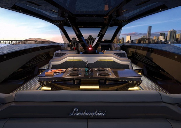 Gã điên Conor McGregor chơi lớn chi 80 tỷ để mua siêu du thuyền, cả thế giới chỉ có vỏn vẹn 63 chiếc - Ảnh 6.