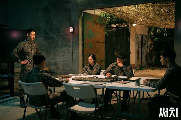 3 lí do xem lẹ Search: Phim trinh thám kinh dị sởn da gà, nữ quân nhân Krystal thần thái mạnh mẽ dự là cầm nhầm kịch bản nam chính - Ảnh 2.