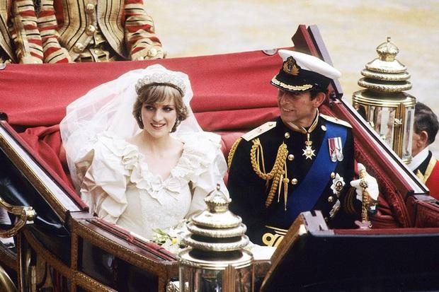 Váy cưới Công nương Diana bất ngờ gây sốt trở lại: 3,5 tỷ VNĐ, tốn vải nhất lịch sử Hoàng gia và nhiều bật mí bất ngờ - Ảnh 8.