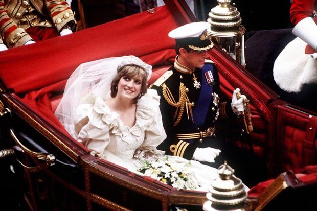 Váy cưới Công nương Diana bất ngờ gây sốt trở lại: 3,5 tỷ VNĐ, tốn vải nhất lịch sử Hoàng gia và nhiều bật mí bất ngờ - Ảnh 6.