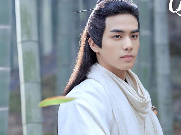 Tống Uy Long: Tân binh chuyên cặp chị lớn trên phim lại thích hôn gái xinh trên phố, cứ đụng cổ trang là bị fan chê tan tành - Ảnh 5.