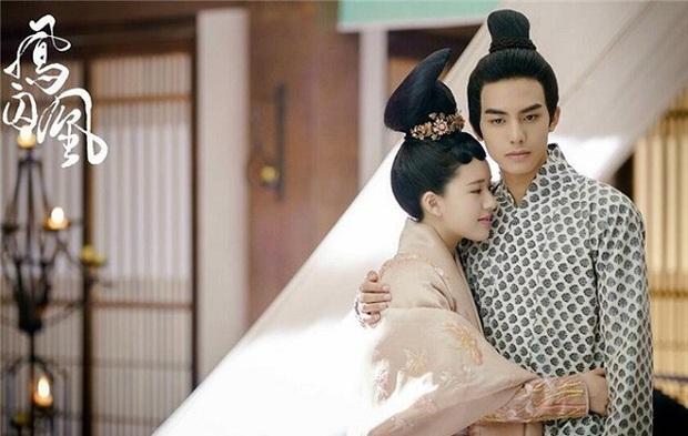 Tống Uy Long: Tân binh chuyên cặp chị lớn trên phim lại thích hôn gái xinh trên phố, cứ đụng cổ trang là bị fan chê tan tành - Ảnh 11.