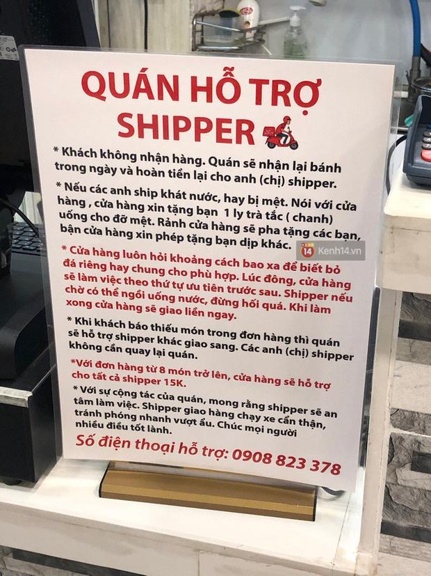 Sài Gòn lại dễ thương với cửa hàng xem shipper như thượng đế: Anh khát em rót nước mời, ai bom quay lại trả tiền luôn! - Ảnh 1.