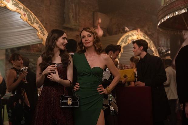 Nữ chính Emily Ở Paris tiết lộ tuổi thật của nhân vật khiến dân tình chấn động: Mới đôi mươi đã có bằng Cao học? - Ảnh 2.