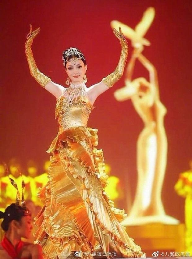 1001 drama Kim Ưng 2020: Nữ thần gian lận, váy đạo nhái, Lý Tiểu Lộ bị phong sát trên sóng truyền hình vì ngoại tình - Ảnh 9.
