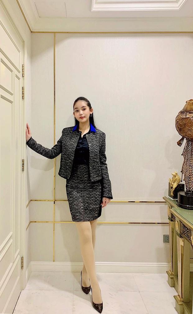 Lê Âu Ngân Anh diện outfit sang chảnh trong ngày đầu đứng lớp, chính thức làm giảng viên đại học: Hồi hộp như thi ứng xử Hoa hậu! - Ảnh 1.