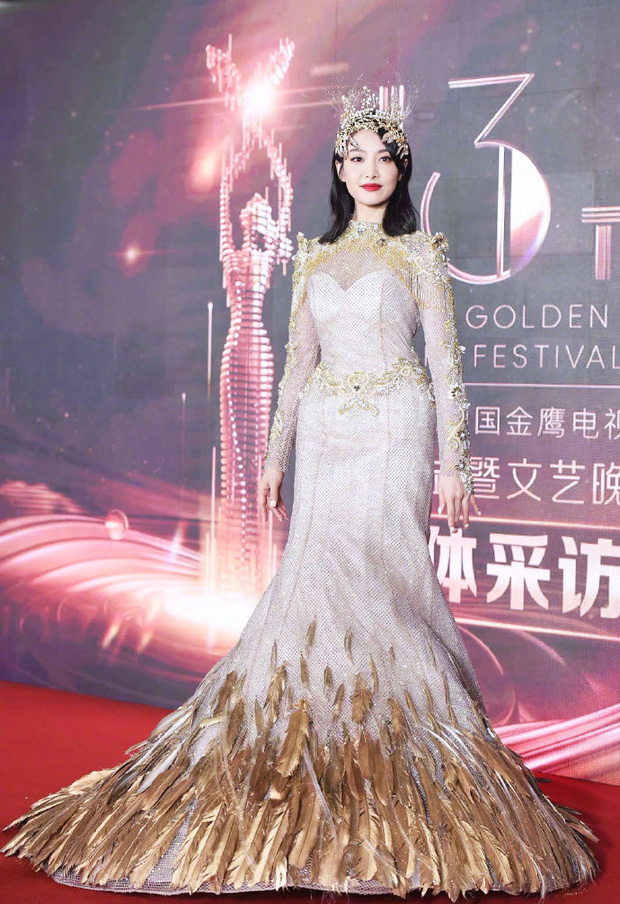 Không chỉ Nữ thần Kim Ưng Tống Thiến, nhiều sao Việt cũng bị lộ bụng vì váy đuôi cá - Ảnh 2.