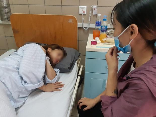 Hà Nội: Người phụ nữ cầu cứu trên giường bệnh sau nhiều lần đau đớn như chết đi sống lại vì tiêm hóa chất làm đẹp lạ - Ảnh 1.