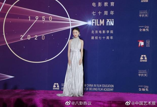 Sao khủng đổ bộ lễ kỷ niệm 70 năm Học viện Điện ảnh Bắc Kinh: Dương Mịch - Dương Tử đọ sắc, đôi chân của Quan Hiểu Đồng gây bão - Ảnh 16.