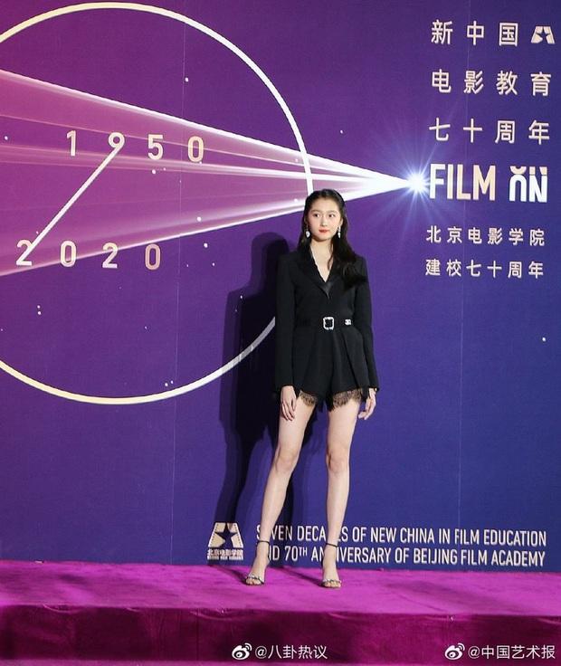 Sao khủng đổ bộ lễ kỷ niệm 70 năm Học viện Điện ảnh Bắc Kinh: Dương Mịch - Dương Tử đọ sắc, đôi chân của Quan Hiểu Đồng gây bão - Ảnh 11.