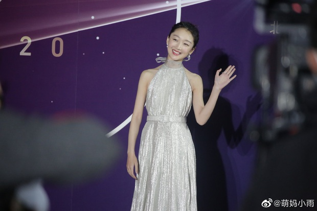 Sao khủng đổ bộ lễ kỷ niệm 70 năm Học viện Điện ảnh Bắc Kinh: Dương Mịch - Dương Tử đọ sắc, đôi chân của Quan Hiểu Đồng gây bão - Ảnh 13.
