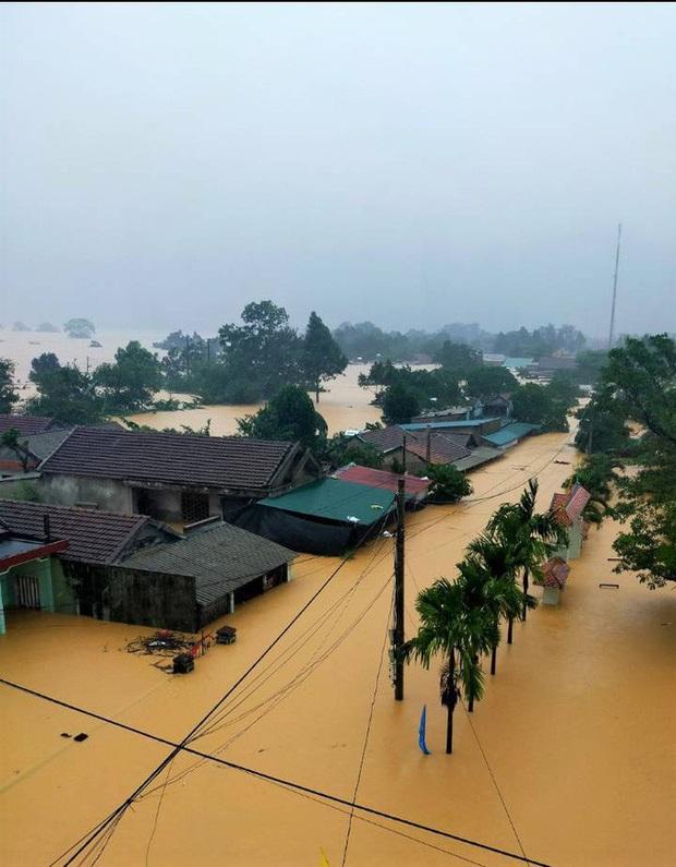 Quảng Trị: Mưa như trút nước, nhiều thủy điện ở miền núi vượt tràn từ 3 - 4 m - Ảnh 3.