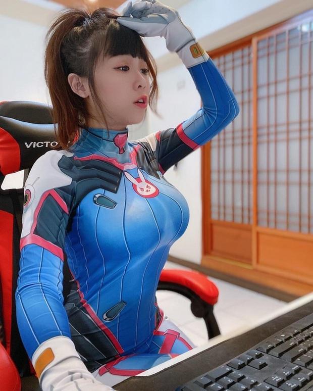 Nhiệt tình dạy bạn chơi LMHT, nữ streamer xinh đẹp vô tình lộ phần ngực nhạy cảm trên sóng - Ảnh 6.