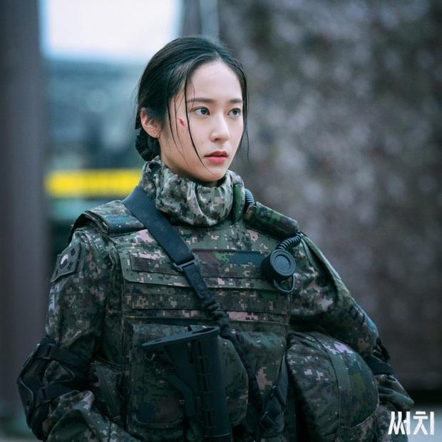 3 lí do xem lẹ Search: Phim trinh thám kinh dị sởn da gà, nữ quân nhân Krystal thần thái mạnh mẽ dự là cầm nhầm kịch bản nam chính - Ảnh 5.