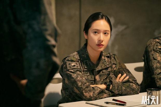 3 lí do xem lẹ Search: Phim trinh thám kinh dị sởn da gà, nữ quân nhân Krystal thần thái mạnh mẽ dự là cầm nhầm kịch bản nam chính - Ảnh 20.