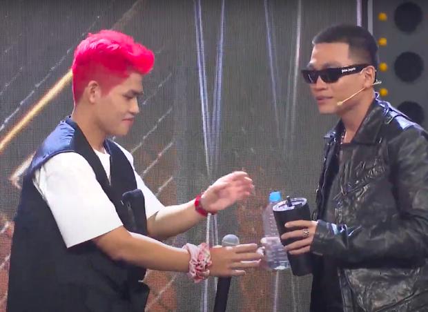 Rap Việt: Tez khiến JustaTee tí thì đâm đầu xuống đất, Karik cạn lời vì cú twist cực đỉnh của học trò cũ - Ảnh 10.