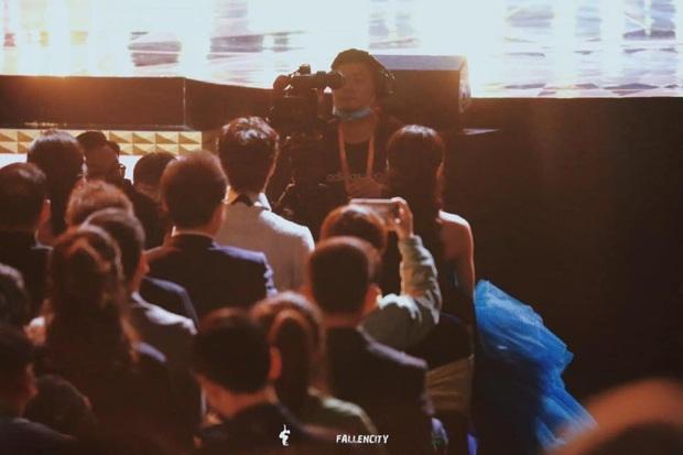 Nhìn tổ hợp nhan sắc Triệu Lệ Dĩnh - Vương Nhất Bác cạnh nhau ở Kim Ưng, fan kêu gào đòi Hữu Phỉ chiếu gấp đêm nay mới chịu! - Ảnh 4.