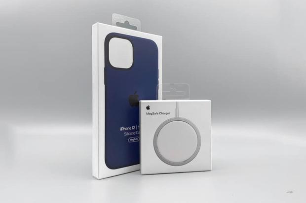 Combo hút máu với sạc MagSafe và ốp silicone mới cho iPhone 12 của Apple bị cư dân mạng chê tới, chê tấp - Ảnh 2.