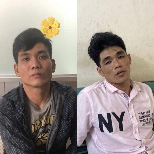 2 thanh niên tông vào xe máy 2 cô gái rồi kề dao, bóp cổ cướp tài sản ở Sài Gòn - Ảnh 1.