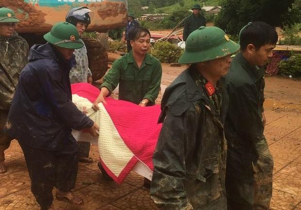 Vụ sạt lở đất vùi lấp nhiều người ở Quảng Trị: Đã tìm thấy 3 thi thể cán bộ, chiến sĩ Sư đoàn 337 - Ảnh 1.