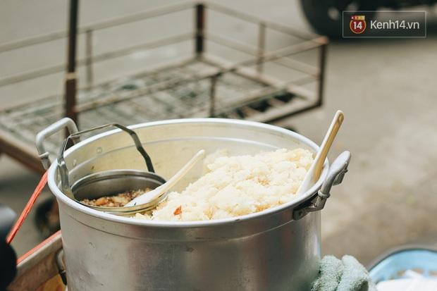 Cả Hà Nội chỉ có 1 hàng xôi bán món đặc biệt này: trời lạnh mà ăn thì cứ gọi là nhất! - Ảnh 2.