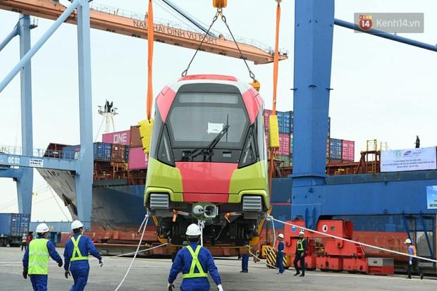 Đoàn tàu đầu tiên dự án metro Nhổn - Ga Hà Nội về đến Việt Nam - Ảnh 12.