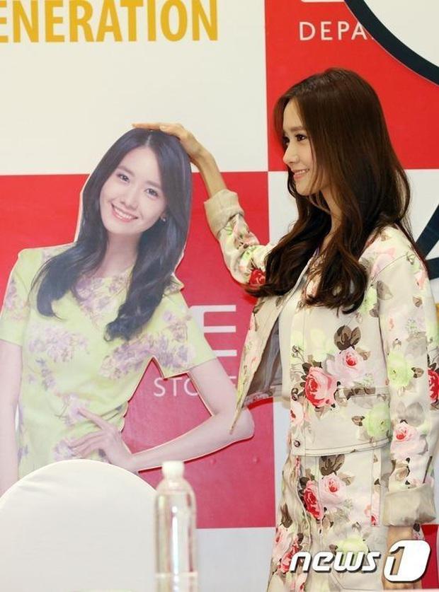 Đứng cạnh bản sao, Yoona tự bóc kéo chân dài quá lố nhưng lại được khen dễ thương siêu cấp - Ảnh 3.