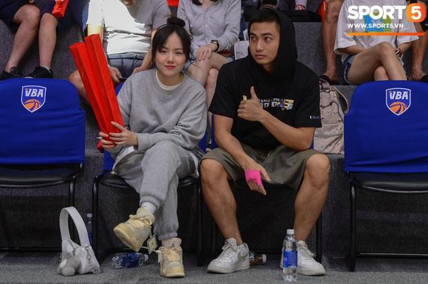 Xuất hiện cạnh bạn trai của Mẫn Tiên, ca sĩ Phương Ly chiếm trọn spotlight tại giải đấu bóng rổ chuyên nghiệp Việt Nam - Ảnh 3.