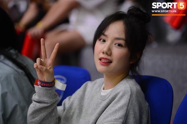 Xuất hiện cạnh bạn trai của Mẫn Tiên, ca sĩ Phương Ly chiếm trọn spotlight tại giải đấu bóng rổ chuyên nghiệp Việt Nam - Ảnh 2.