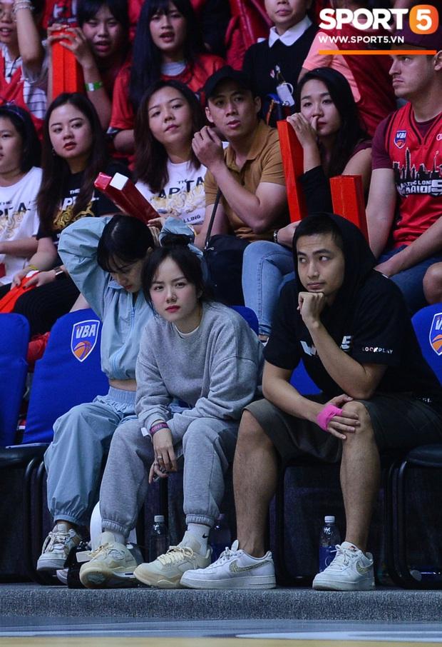 Xuất hiện cạnh bạn trai của Mẫn Tiên, ca sĩ Phương Ly chiếm trọn spotlight tại giải đấu bóng rổ chuyên nghiệp Việt Nam - Ảnh 5.